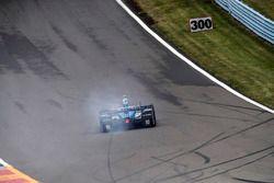 Tony Kanaan, Chip Ganassi Racing Honda, flat tire
