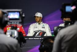 Ganador de la pole de Lewis Hamilton, Mercedes AMG F1 en la Conferencia de prensa