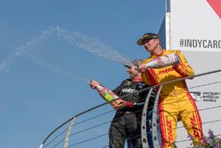 Podium : le vainqueur Will Power, Team Penske Chevrolet, le troisième, Ryan Hunter-Reay, Andretti Autosport Honda
