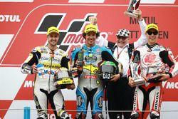 Podium : le deuxième, Thomas Luthi, CarXpert Interwetten, le vainqueur Franco Morbidelli, Marc VDS, le troisième, Takaaki Nakagami, Idemitsu Honda Team Asia