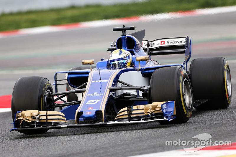 A Sauber já começou a temporada em situação complicada. Com problemas financeiros, o time fechou acordo para competir em 2017 com um motor da Ferrari do ano passado.
