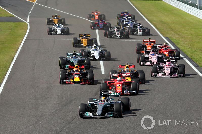 Arrancada: Lewis Hamilton, Mercedes AMG F1 W08 líder