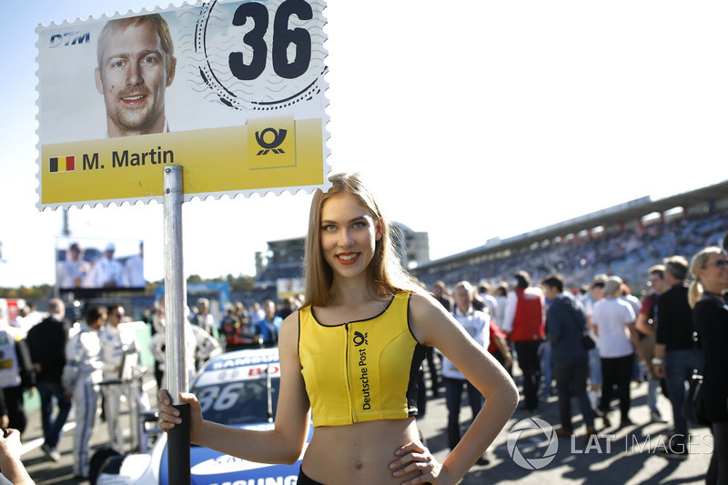 La grid girl di Maxime Martin, BMW Team RBM, BMW M4 DTM
