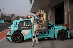 Pole position for Rob Huff, Leopard Racing Team WRT, Volkswagen Golf GTi TCR