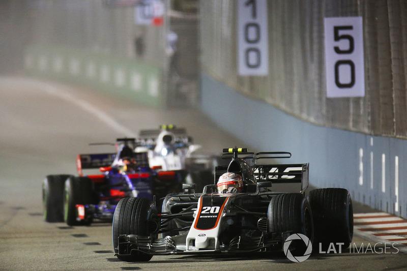 Kevin Magnussen, Haas F1 Team VF-17, Daniil Kvyat, Scuderia Toro Rosso STR12 y Lance Stroll, Williams FW40.