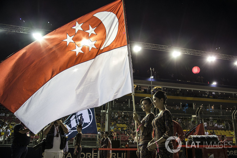 The national anthem is observed, the flag of Singapore