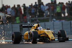 Kevin Magnussen, Renault Sport F1 Team RS16 envoie des étincelles dans les airs