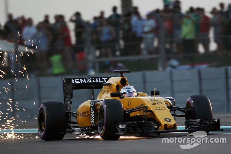 Kevin Magnussen, Renault Sport F1 Team RS16 sacando chispas