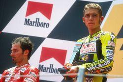 Podium: winnaar Valentino Rossi, tweede Max Biaggi