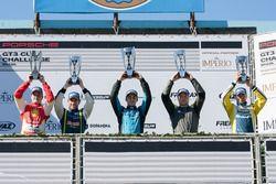 El podio de la primera carrera de la Cup