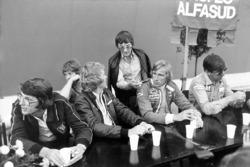 Питер Варр, менеджер команды Lotus, Ян Шектер, Макс Мосли, Берни Экклстоун, Джеймс Хант и Кен Тиррелл