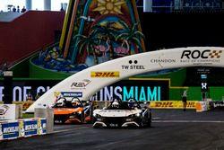 David Coulthard, races Tom Kristensen, in the VUHL 05