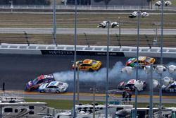 Denny Hamlin, Joe Gibbs Racing Toyota, crash