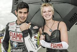 Jordi Torres, Althea BMW Team mit einem Gridgirl