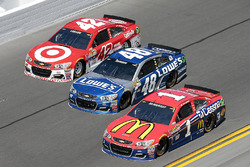 Jamie McMurray, Chip Ganassi Racing Chevrolet, Kyle Larson, Chip Ganassi Racing Chevrolet, Jimmie Johnson, Hendrick Motorsports Chevrolet