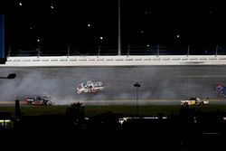 Crash de Rico Abreu, ThorSport Racing Toyota; Cameron Hayley, ThorSport Racing Toyota