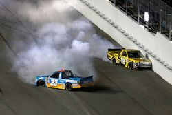 Crash de Spencer Gallagher, GMS Racing Chevrolet et Cody Coughlin, Kyle Busch Motorsports Toyota