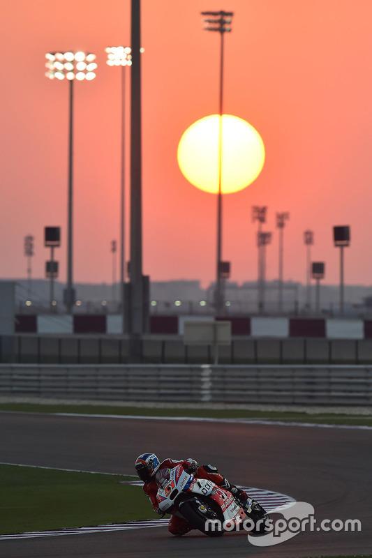 Траса в Катарі, вечір