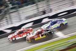 Kyle Larson, Chip Ganassi Racing Chevrolet; Jamie McMurray, Chip Ganassi Racing Chevrolet; Casey Mea