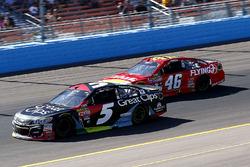 Kasey Kahne, Hendrick Motorsports Chevrolet and Michael Annett, HScott Motorsports Chevrolet
