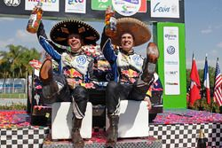 Podium: winnaars Jari-Matti Latvala, Miikka Anttila, Volkswagen Polo WRC, Volkswagen Motorsport