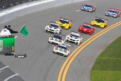 Start: #911 Porsche Team North America Porsche 911 RSR: Nick Tandy, Patrick Pilet, Kevin Estre, #912