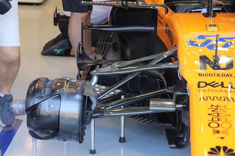 Detalle de los pontones del McLaren MCL34 de Carlos Sainz