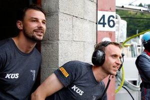 #117 KÜS Team75 Bernhard Porsche 911 GT3 R: Earl Bamber, Timo Bernhard