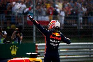 Pole Sitter Max Verstappen, Red Bull Racing celebraties in Parc Ferme