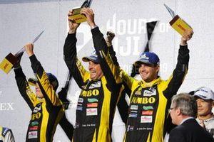 Подиум в LMP2: победители Фриц ван Эрд, Гидо ван дер Гарде и Йоб ван Эйтерт, Racing Team Nederland