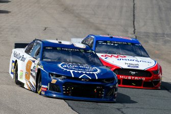 Chase Elliott, Hendrick Motorsports, Chevrolet Camaro Kelley Blue Book and Joey Logano, Team Penske, Ford Mustang AAA Insurance