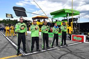 Kyle Busch, Joe Gibbs Racing, Toyota Camry M&M's Interstate Batteries crew