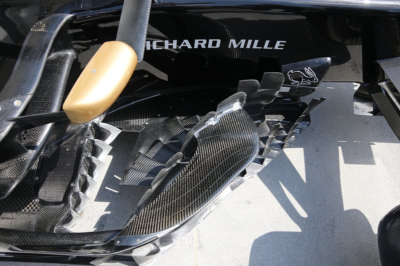 Haas F1 Team VF-19, bargeboard