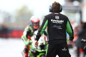 Un mécanicien attendant Leon Haslam, Kawasaki Racing Team