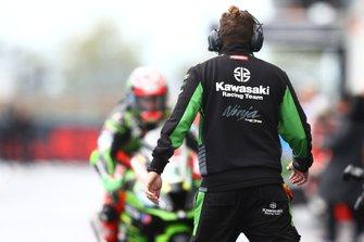 Leon Haslam, Kawasaki Racing Team mechanic waiting for his rider