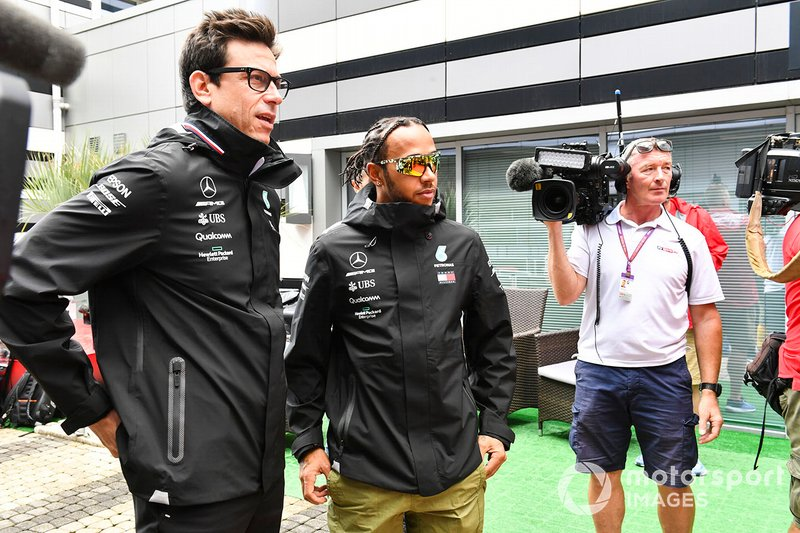 Toto Wolff, Executive Director (Business), Mercedes AMG, and Lewis Hamilton, Mercedes AMG F1