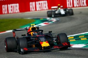 Alex Albon, Red Bull Racing RB15, leads Antonio Giovinazzi, Alfa Romeo Racing C38