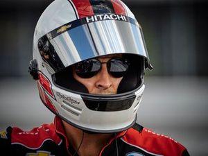 Josef Newgarden, Team Penske Chevrolet fueler patrick Stewart