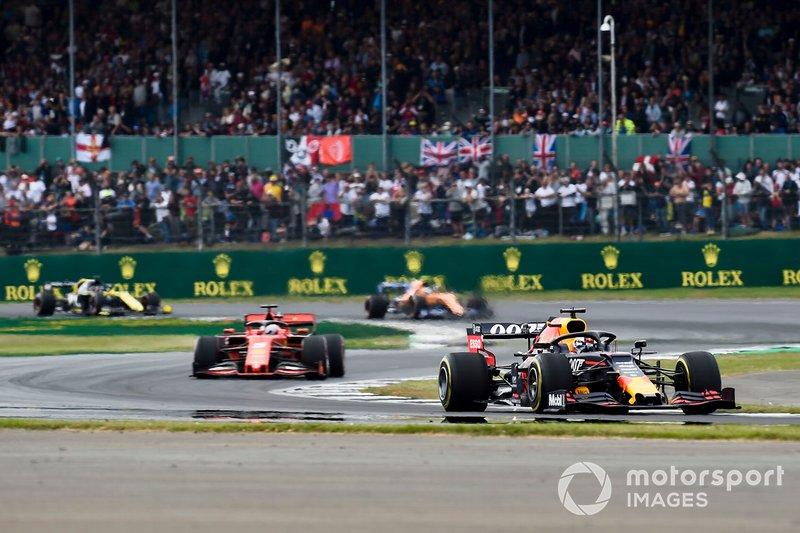 Max Verstappen, Red Bull Racing RB15, lidera Sebastian Vettel, Ferrari SF90