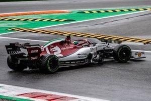 Antonio Giovinazzi, Alfa Romeo Racing C38, spins