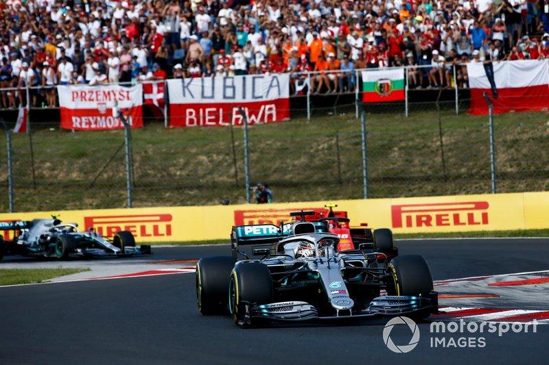 Lewis Hamilton, Mercedes AMG F1 W10 Charles Leclerc, Ferrari SF90 ve Valtteri Bottas, Mercedes AMG W10