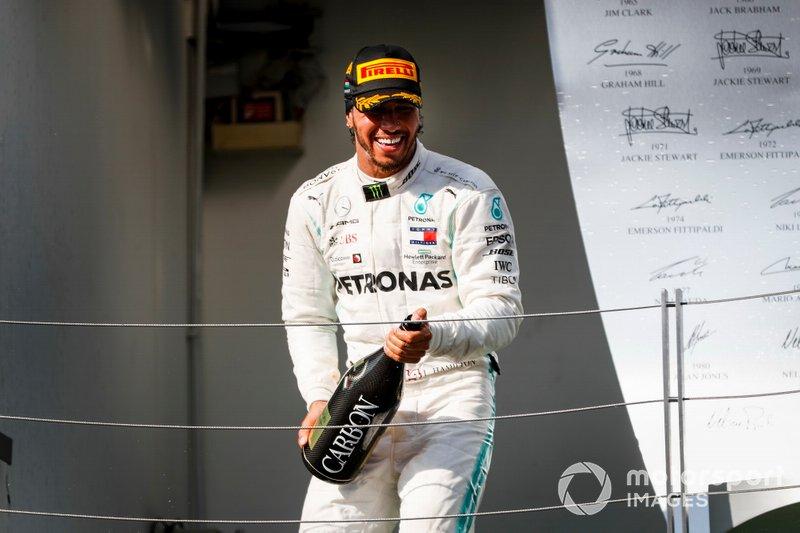 São 62 pontos de diferença entre o inglês e Valtteri Bottas (250 a 188), mas o finlandês terá que se preocupar em não perder o vice, já que vê de perto a reação da Red Bull de Max Verstappen. A questão deixou de ser se Hamilton será hexa, mas quando ele sacramentará o hexa.
