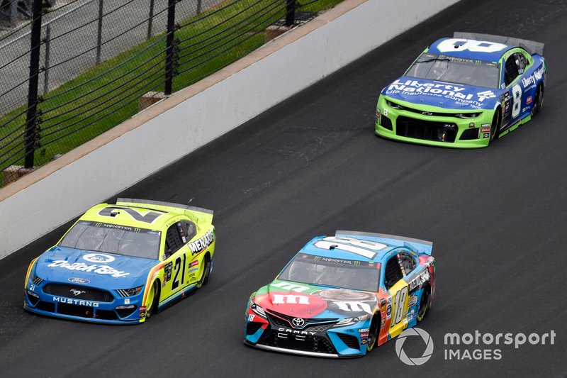 Paul Menard, Wood Brothers Racing, Ford Mustang Menards / Dutch Boy and Kyle Busch, Joe Gibbs Racing, Toyota Camry M&M's