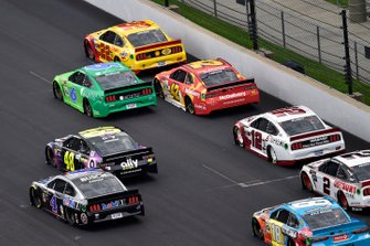 Joey Logano, Team Penske, Ford Mustang Shell Pennzoil and Ryan Newman, Roush Fenway Racing, Ford Mustang Acorns