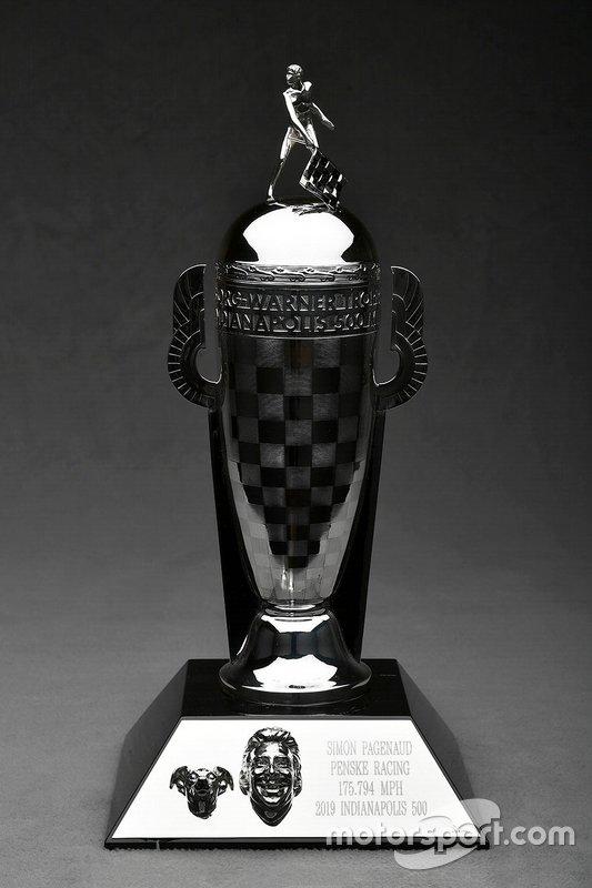 Trofeo Bebé Borg-Warner Simon Pagenaud con el perro Norman