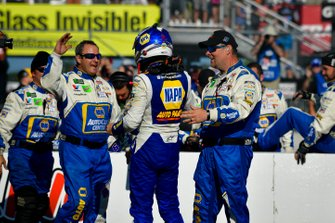 Chase Elliott, Hendrick Motorsports, Chevrolet Camaro NAPA AUTO PARTS and crew celebrate after winning