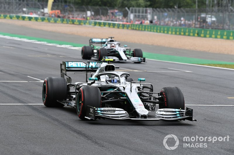 Valtteri Bottas, Mercedes AMG W10, and Lewis Hamilton, Mercedes AMG F1 W10, practice starts at the end of the session