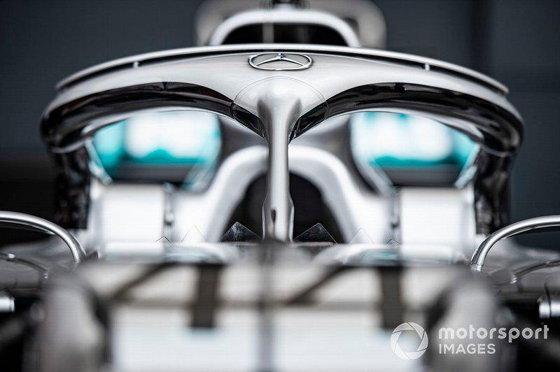 Halo sull'auto di Lewis Hamilton, Mercedes AMG F1 W10