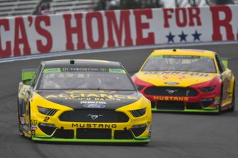 Brad Keselowski, Team Penske, Ford Mustang Alliance Truck Parts and Joey Logano, Team Penske, Ford Mustang Shell Pennzoil/Autotrader