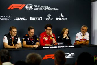 Andreas Seidl, Team Principal, McLaren, Christian Horner, Team Principal, Red Bull Racing, Mattia Binotto, Team Principal Ferrari, Claire Williams, Deputy Team Principal, Williams Racing, e Beat Zehnder, Team Manager, Alfa Romeo Racing, alla conferenza stampa
